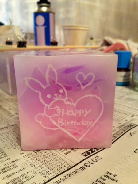 女性への誕生日プレゼントに...1点物のネーム入りキャンドルを☆