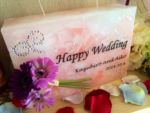 お友達の結婚式に!ウェルカムボードにもなる記念品の手作りキャンドルをサプライズプレゼント!