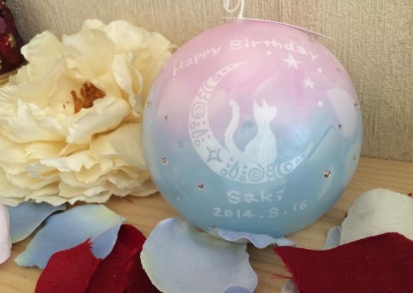 お友達への誕生日プレゼントなら、アロマキャンドルに名前をいれて、キラキラのラインストーンでデコレーションした可愛いキャンドルはいかがでしょうか★