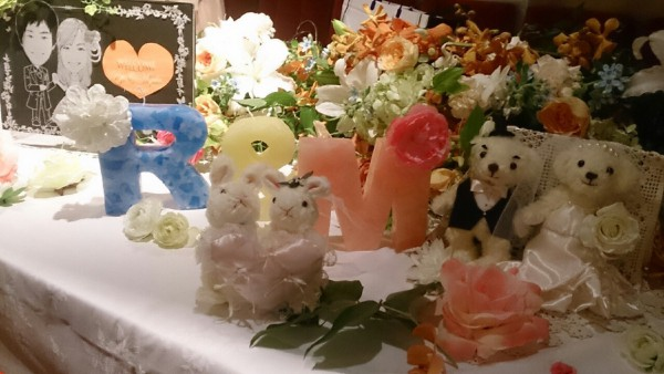 結婚式の受付や高砂に置ける可愛いイニシャルキャンドル!